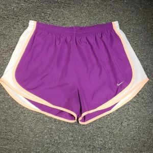 🔔 Gently used Women's Nike active shorts size L